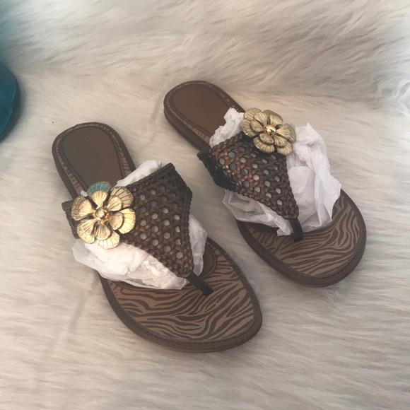 bd4fea48dc3 Grendene Shoes - Grendene Womens sz 7 Brown T-Strap Flip Flops